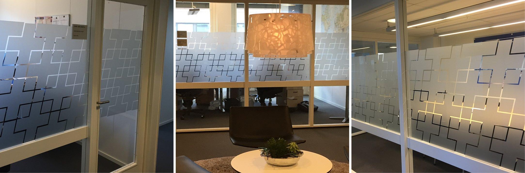 Vindusdekor i lokalene til Blå Kors laget av Oktan Oslo
