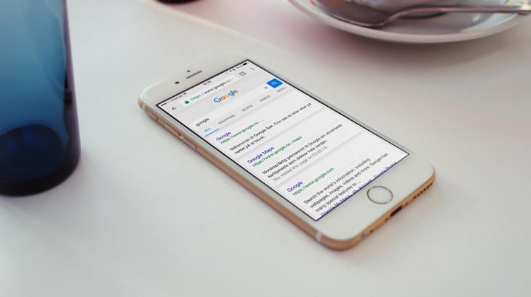 iPhone4s på skrivebord